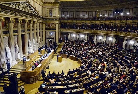 Staatsakt für Missbrauchsopfer im Parlament