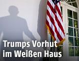 Schatten einer Person am Eingang zum Weißen Haus