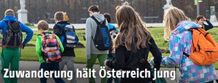 Kinder und Jugendliche in Schönbrunn
