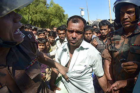 Rohingya wird von Grenzbeamten aufgegriffen