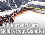 Warteschlange vor Skilift