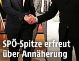 Bundeskanzler Christian Kern und FPÖ.Chef Heinz-Christian Strache geben sich die Hand