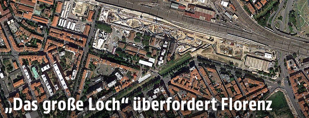 Luftaufnahme der Baustelle des Bahnhofs Firenze Belfiore in Florenz