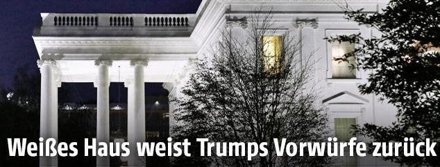 Weißes Haus in der Nacht