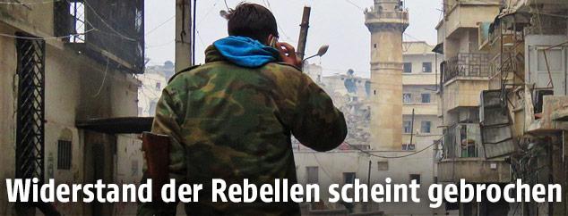 Regimetreuer Soldat in den Straßen von Aleppo