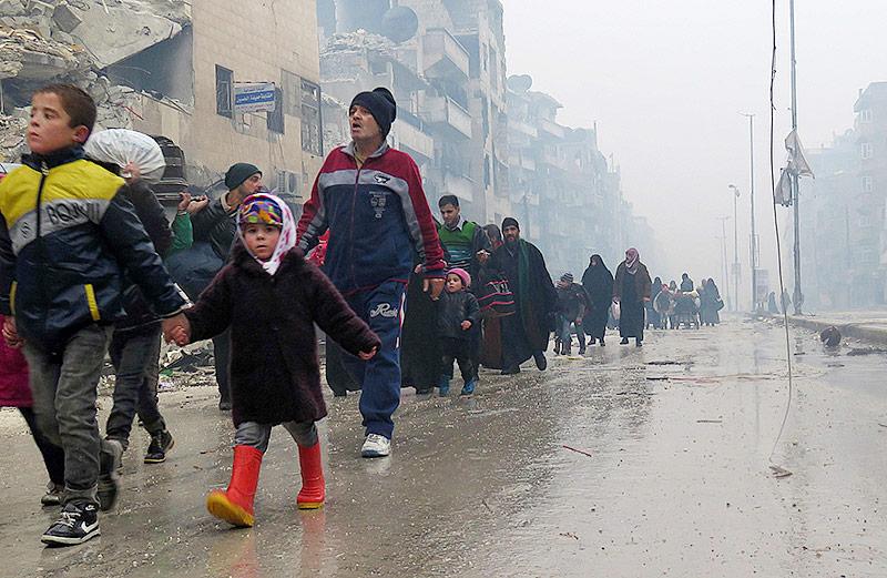 Zivilisten flüchten aus Aleppo