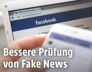Laptop zeigt Facebook