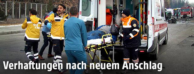 Rettungskräfte am Anschlagsort