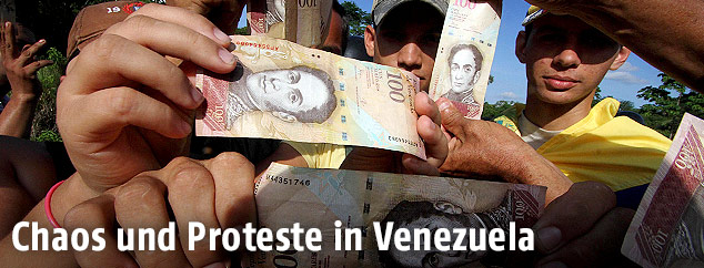 Demonstranten vor der Venezolanischen Zentralbank