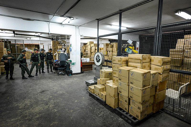 Die konfiszierten Spielsachen in einer Lagerhalle