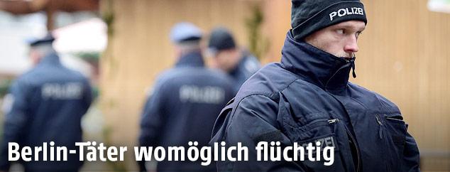 Polizisten auf dem Berliner Weihnachtsmarkt