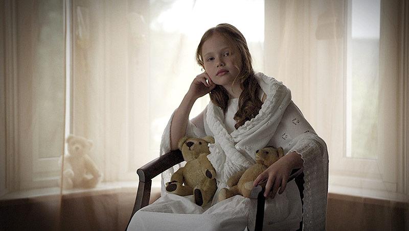 Die Jung-Schauspielerin Lilly Grad als Anna Sacher
