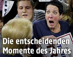 Robin Roy bejubelt Donald Trump bei einer Wahlkampfveranstaltung