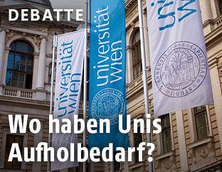 Fahnen vor der Hauptuniversität in Wien