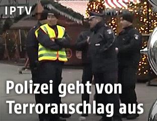 Polizei am Weihnachtsmarkt