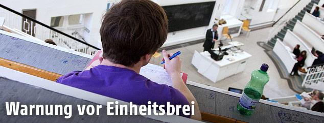 Student in einem Hörsaal