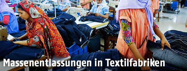 Arbeiterinnen in einer Textilfabrik