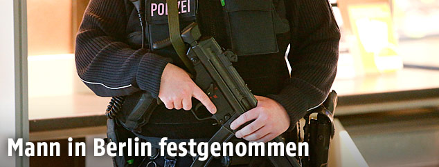 Bewaffneter Polizist in Berlin