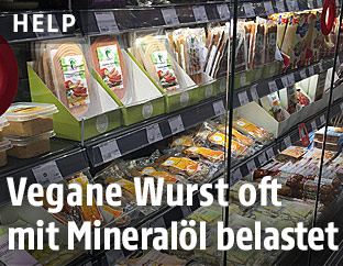 Vegane Wurst im Supermarktregal