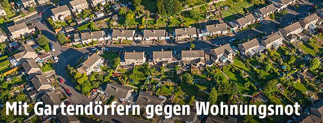 Luftaufnahme eines britischen Dorfes
