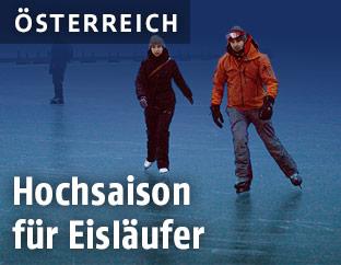 Eisläufer auf einem zugefrorenem See