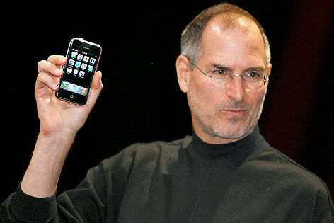 Apple-CEO Steve Jobs präsentiert erstes iPhone