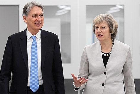 May steuert harten Brexit an