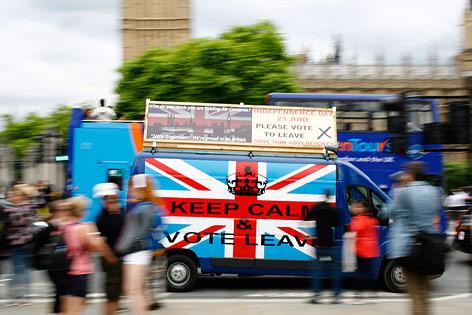 Brexit Werbung auf einem Bus in London