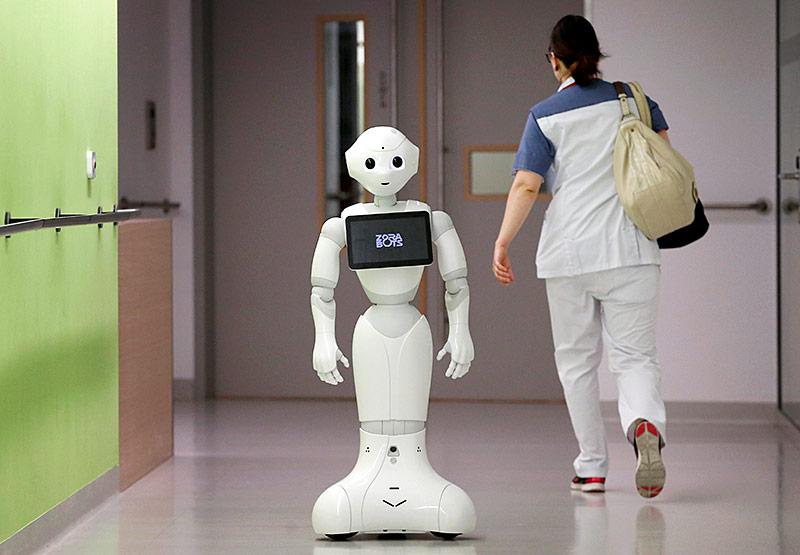 """Pflegeroboter """"Pepper"""" im AZ Damiaan Krankenhaus in Belgien"""