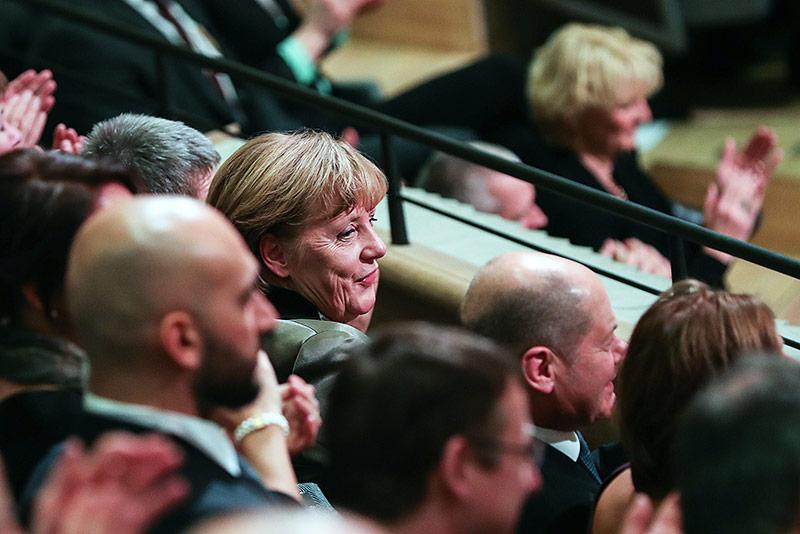 Die deutsche Bundeskanzlerin Angela Merkel Elbphilharmonie in Hamburg