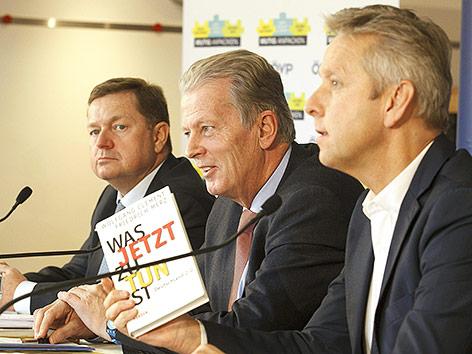 Generalsekretär Werner Amon, ÖVP Parteiobmann Vizekanzler Reinhold Mitterlehner und ÖVP Klubobmann Reinhold Lopatka