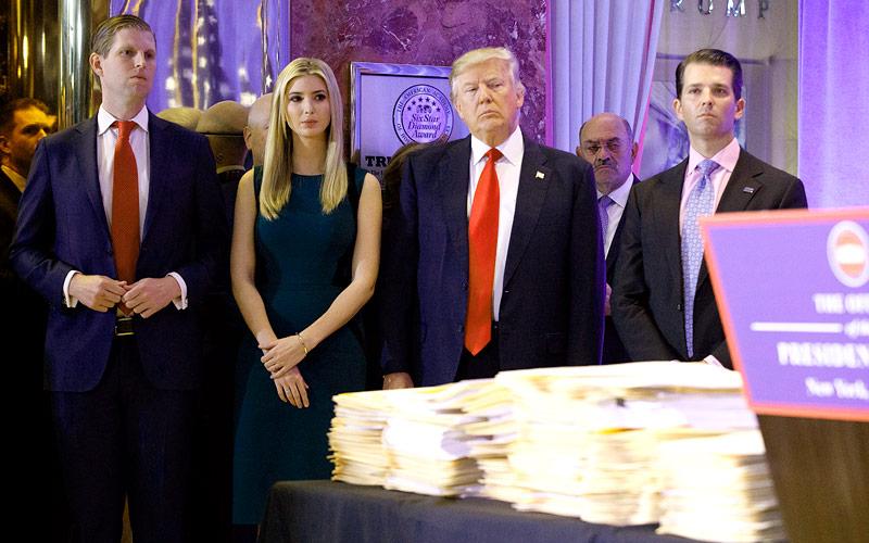 Die Trump-Familie vor der Pressekonferenz