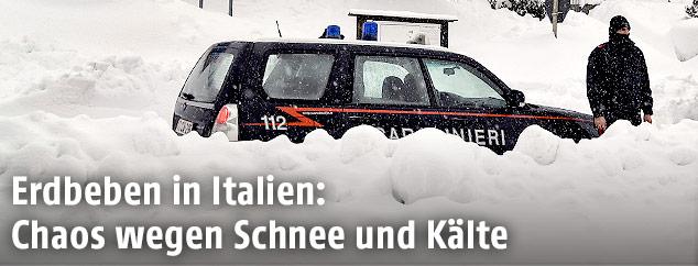 Polizeiwagen hinter Schnemassen