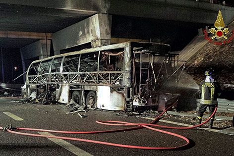 Unfall - 16 Menschen sterben bei Busunglück in Italien