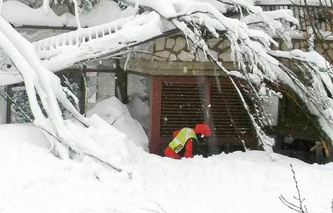 Helfer im Schnee