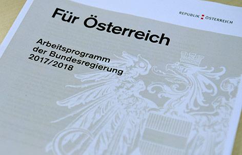 """Das Deckblatt des """"Arbeitsprogramm der Bundesregierung 2017/2018"""""""
