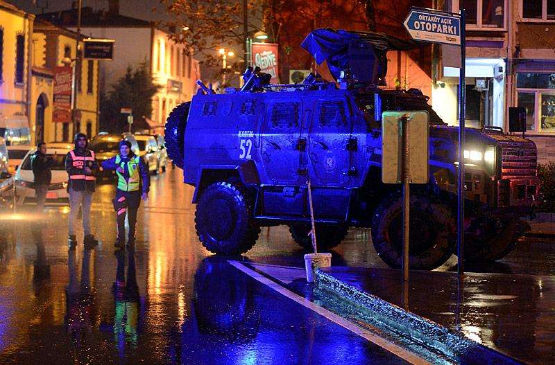 Einsatzfahrzeug nach Angriff in Istanbul