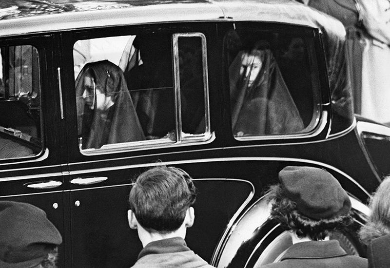 Queen Elizabeth II und Prinzessin Margaret beim Begräbnis von König George VI