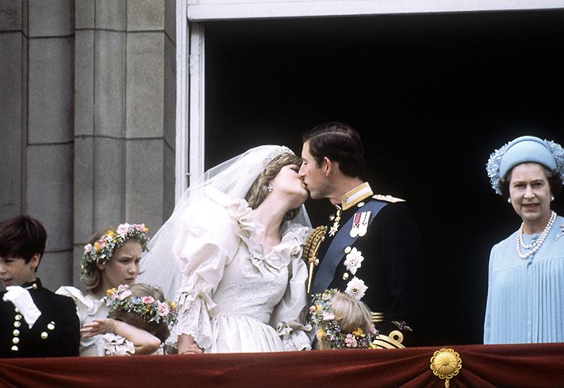 Die Queen bei der Hochzeit von Charles und Diana