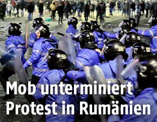 Zusammenstöße zwischen Demonstranten und Polizisten in Bukarest