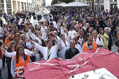 eilnehmer an der Bademantel-Streetparade, 2014