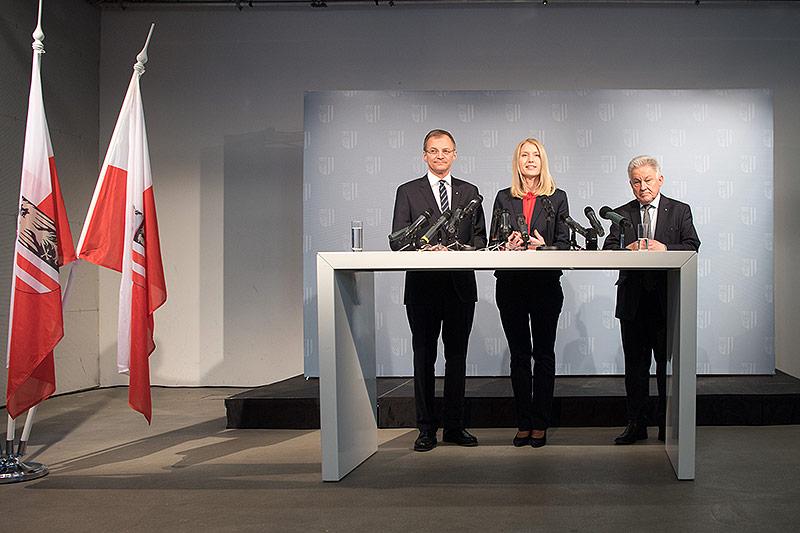 LH stv. Thomas Stelzer, die als neue Landesrätin nominierte Christine Haberlander und  LH Josef Pühringer