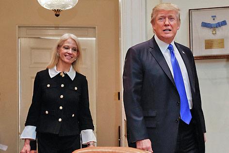 US-Präsident Donald Trump mit Beraterin Kellyanne Conway