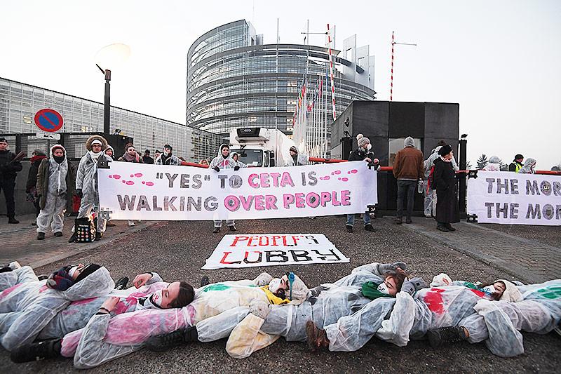 Aktivisten vor dem EU-Parlament in Brüssel
