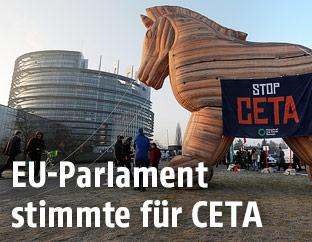 Trojanisches Pferd vor dem EU-Parlament
