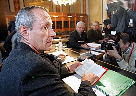 Peter Pilz 2006 im Eurofighter-Untersuchungsausschusses im Parlament