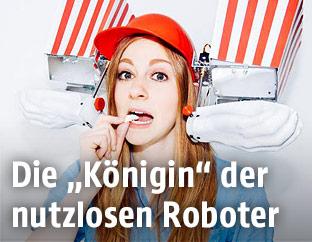 Eine Frau mit einem Roboter am Kopf