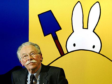 "Dick Bruna mit ""Miffy"""