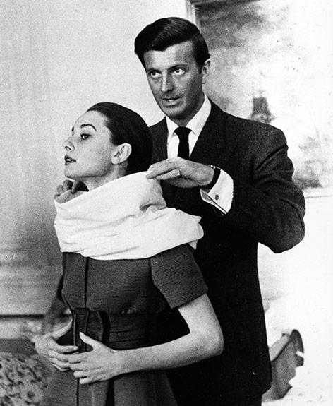 Der französische Modedesigner Hubert Givenchy und die Schauspielerin Audrey Hepburn in Rom im April 1958