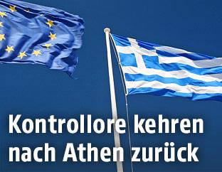EU-Flagge und Griechische Flagge